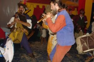 Repas médiéval , repas d'époque , animation médiéval, château médiéval troubadours , artiste médiéval , repas moyen age , repas traditionnel , chanteur médiéval , musicien médiéval reconstitution d'époque, animation moyen age , artiste moyen age , galla moyen age , fete médiévale, jeux moyen age , Animation médiévale, orchestre médiéval, bouffon, forgeron , troubadours , saltimbanque , artisans médiévaux