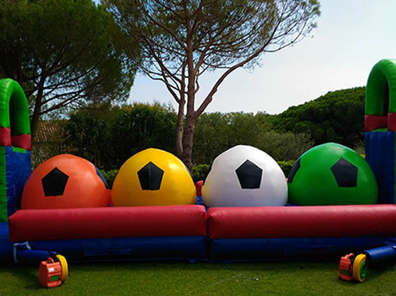Location-structure-gonflable-défi-boules-wipeout-STARKIT Marseille Aubagne