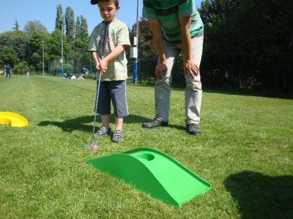 Nous proposons à la location notre parcours mini golf à petit prix pour tous vos événements sportifs. Simple et ludique, venez vous amuser en famille dans notre parcours mini golf