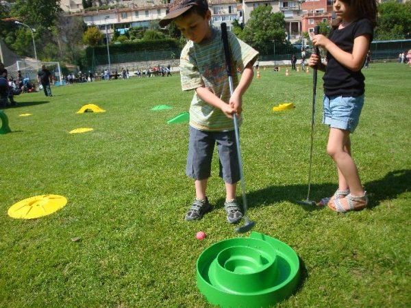 Location de parcours mini golf à petit prix sur marseille, aix , aubagne ... Animation mini golf pour vos enfants lors d'anniversaires, Soirée , Fêtes , comité d'entreprise ou kermesse.