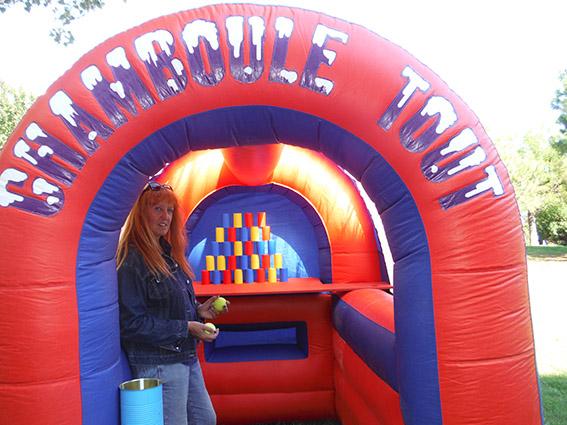 Location gonflable chamboule tout jeu de tire Marseille Aubagne