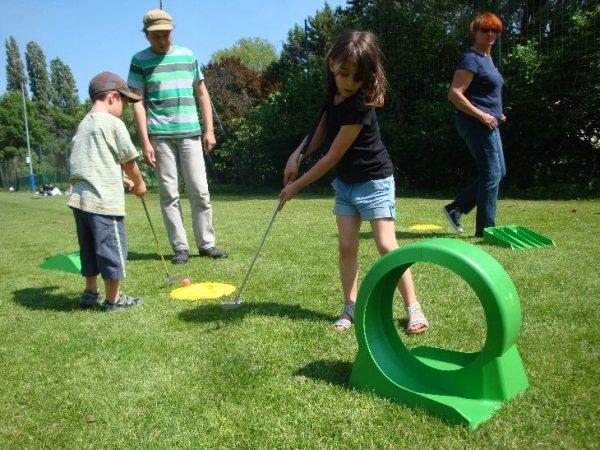 Prestation mini Golf pas chère pour les enfants et les adolescents. Parfait pour un anniveraire, une soirée, un comité d'entreprise, une kermesse ou un CE.