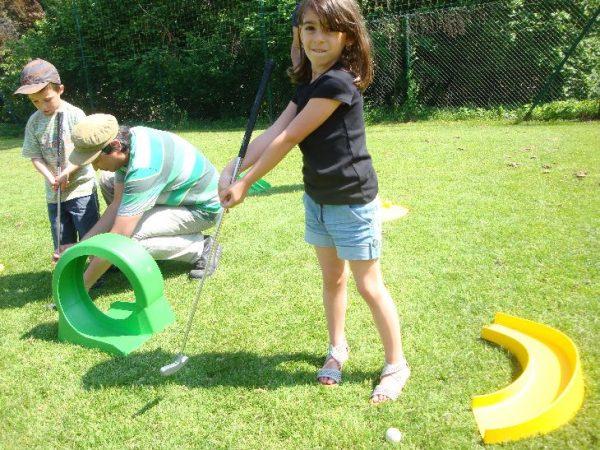 Animation enfants pas chère, Prestation mini golf sur l'ensemble de la région PACA et ses environs, Venez en famille vous amuser sur notre stand mini golf.