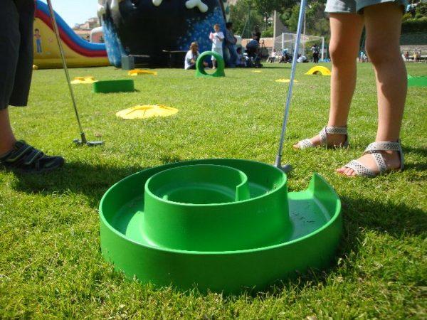 Animation Mini Golf sur Marseille, AIx, Aubagne, Pennes Mirabeau. Nous proposons notre stand mini golf avec ces différents parcours à petit prix.
