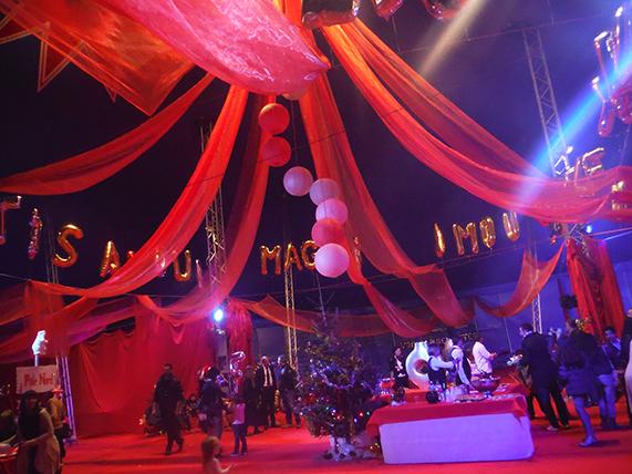 Arbre de noël kermesse thème cirque marseille aubagne aix bouches du rhone paca